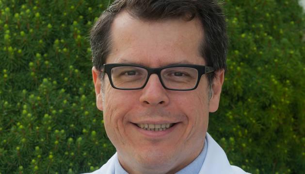 El Dr. Matías Ávila, director del Programa de Hepatología del CIMA.