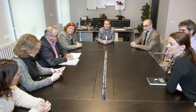Barkos se reúne con la plataforma de trabajadores de la UN y la CUN