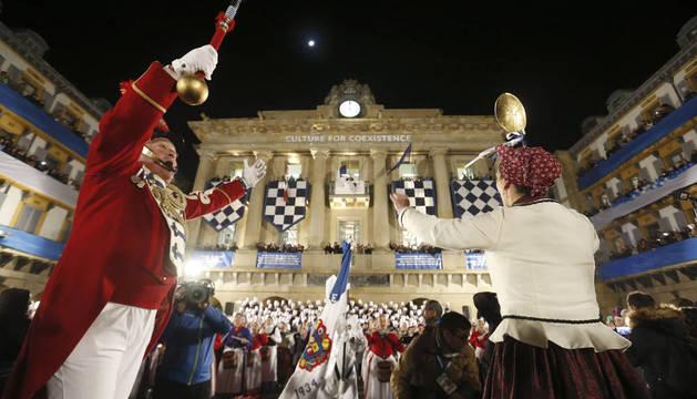 San Sebastián iza la bandera de la Capitalidad Cultural