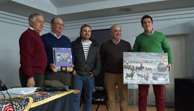 El Club Taurino de Buñuel premia a la ganadería Ustárroz de Arguedas