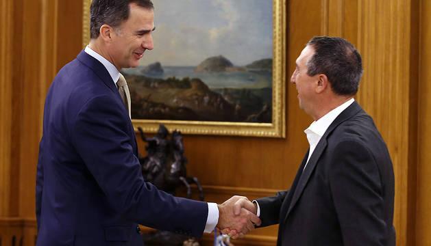 Felipe VI recibe en la Zarzuela al portavoz de Compromís-Podemos, Joan Baldoví.