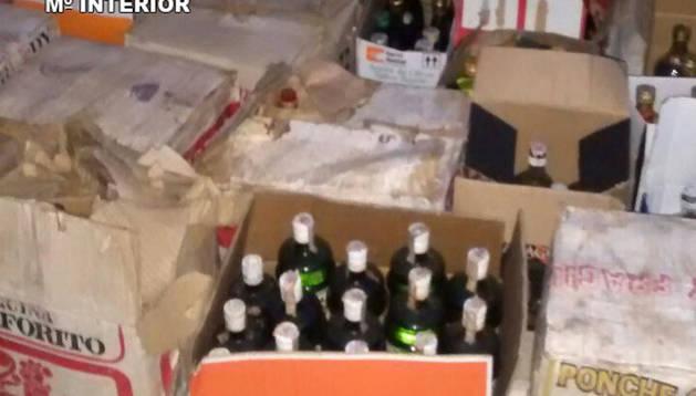 Guardia Civil incauta en una furgoneta más de 700 litros de alcohol