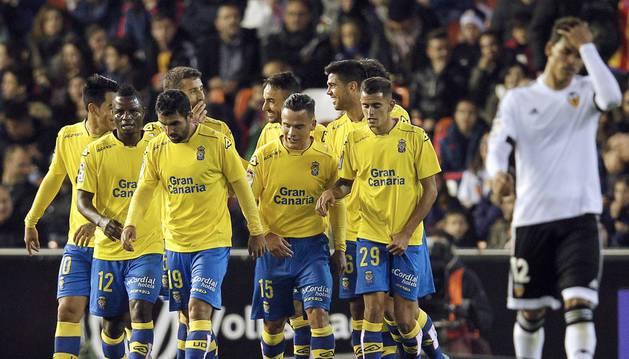 Los jugadores de la UD Las Palmas celebra el 0-1.