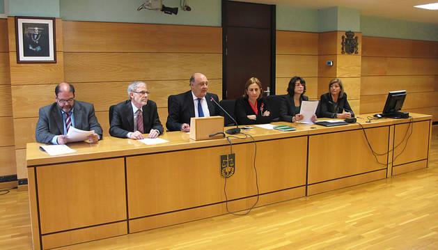 De izqda a dcha., Francisco Javier Isasi, José Antonio Sánchez, Joaquín Galve, Lourdes Aldave, Margarita Pérez-Salazar y Mari Paz Benito.