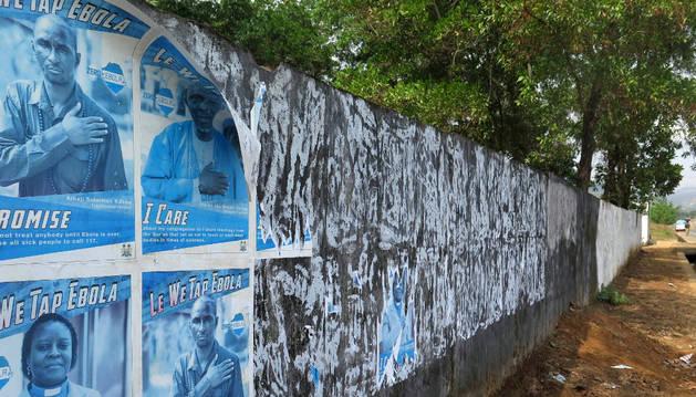 Carteles informativos sobre el ébola en las calles de Freetown.