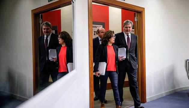 La vicepresidenta, Soraya Sáenz de Santamaría, y el ministro de Educación, Cultura y Deporte, Íñigo Méndez de Vigo.