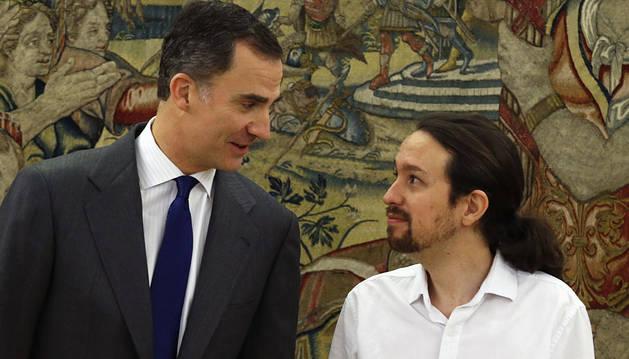 El Rey y Pablo Iglesias, momentos antes de su reunión en la Zarzuela.