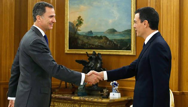 El rey Felipe VI recibe al secretario general del PSOE, Pedro Sánchez, dentro de la ronda de consulta.