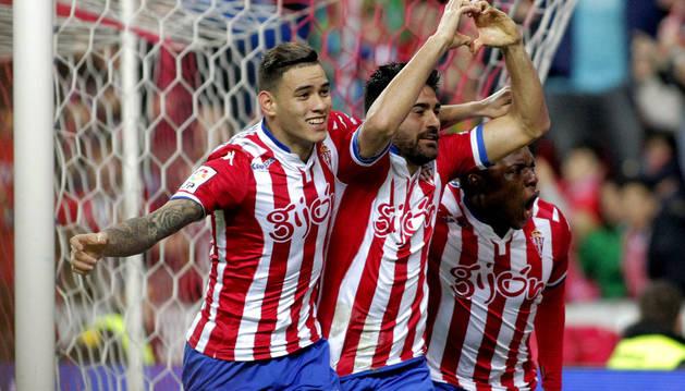 Carmona celebra su gol a la Real.