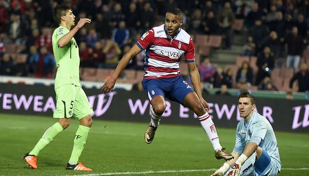 El Arabi marca el segundo gol a Guaita.