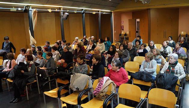 Una charla sobre el alzheimer reúne a 90 personas en Castejón