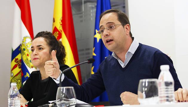 Luena advierte a Rajoy de que en política