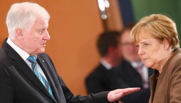 La crisis de los refugiados lleva a Angela Merkel a sus horas más bajas