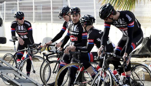 Ciclistas del Giant, en Alicante.