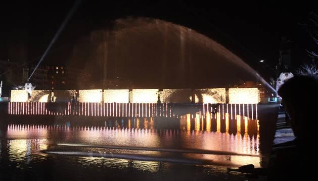 Imagen del espectáculo denominado 'Puente de la Convivencia', ideado por Hansel Cereza.