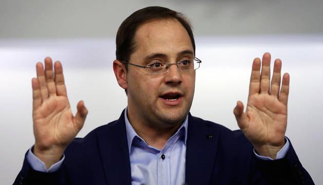 César Luena, durante la conferencia de prensa que ha ofrecido tras la reunión de la comisión permanente de la Ejecutiva Federal del PSOE.