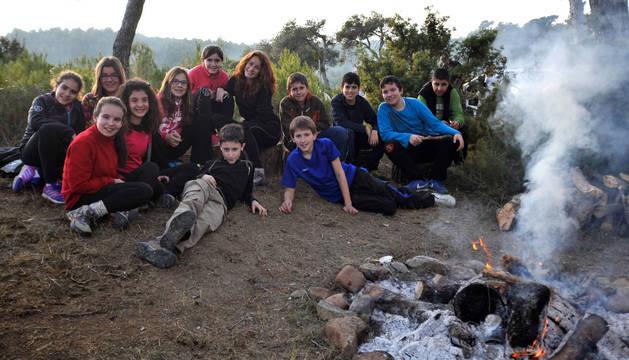 Niños celebrando San Babil frente al fuego en Carcastillo.