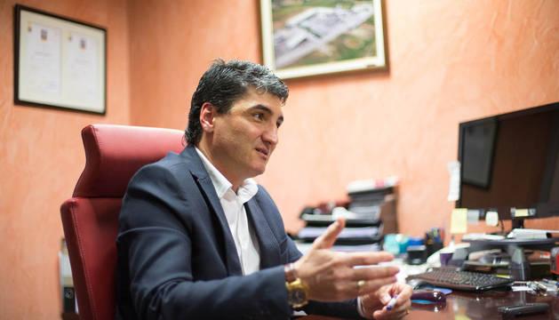 Domingo Sánchez, en su despacho de Forjados Orgués de Murchante.