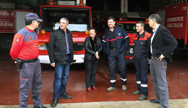 La consejera Beaumont, en su visita al parque comarcal de bomberos de Tudela.