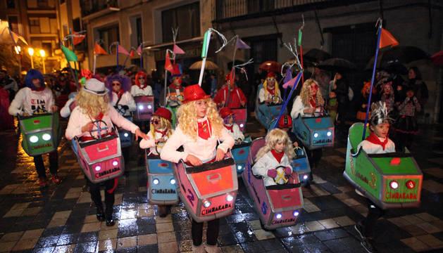 Imagen del primer desfile de 2015 a su paso por la calle Herrerías.
