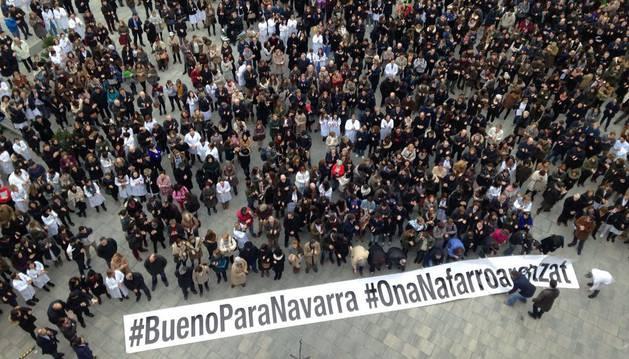 Cientos de empleados de la CUN se concentraron este miércoles 27 de enero en la explanada del edificio de Ciencias en protesta por la ruptura del convenio de Salud con el Gobierno de Navarra.