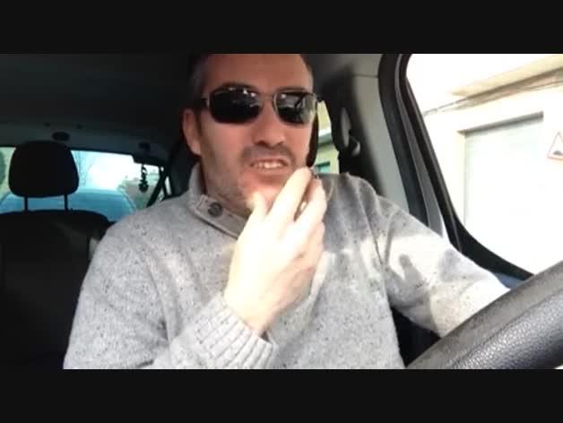 Su vídeo con la queja por una comisión se vuelve viral