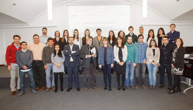 Los estudiantes, junto a profesores de la UPNA y técnicos del CEIN.