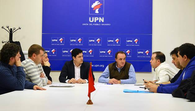 Un momento de la reunión de Esparza con el comité de TRW.