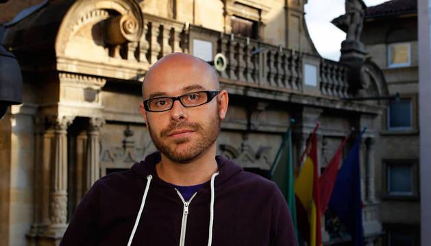Polémica por unos tuits del concejal Armando Cuenca contra la UN y VW