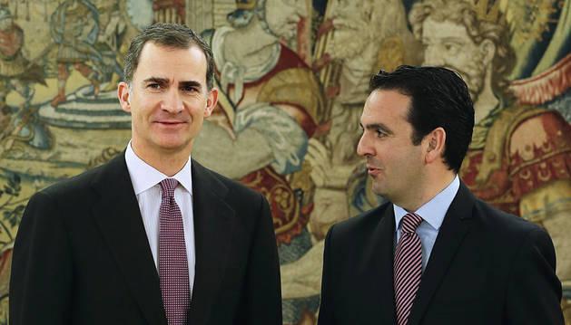 Felipe VI e Íñigo Alli, momentos antes de su reunión en la Zarzuela.