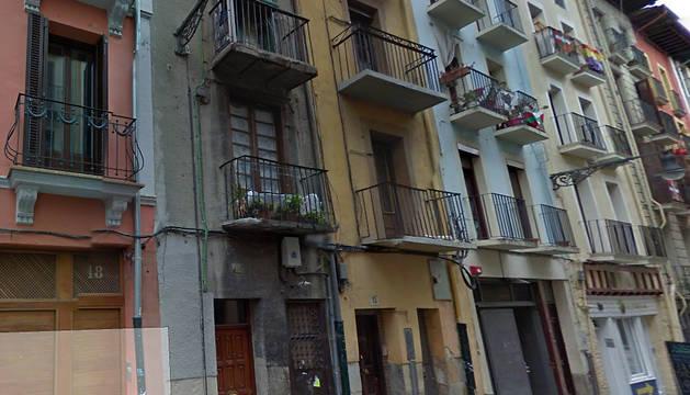 Herida tras caer de un 4º piso al huir de un incendio en la calle del Carmen
