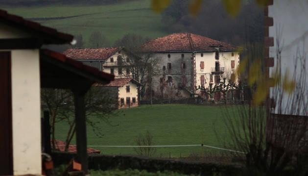 Aspecto parcial del Palacio Aroztegia, de Lekaroz, en torno al cual se proyecta el complejo de ocio.