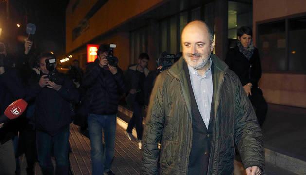 El exdiputado del PP en Les Corts David Serra, a su salida de los juzgados.
