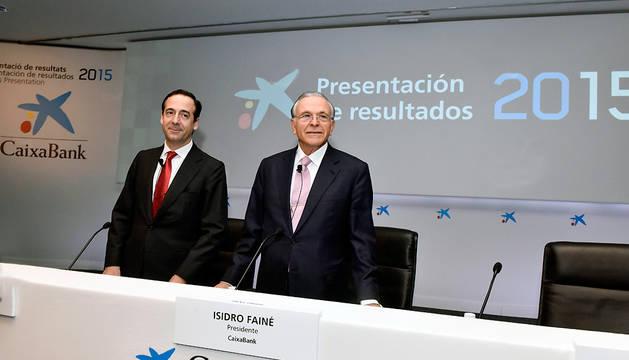Gonzalo Gortázar e Isidro Fainé (dcha.), consejero delegado y presidente de la entidad.