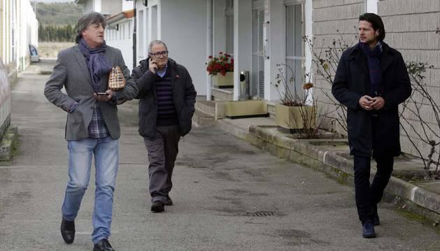 Enrique Martín, Luis Sabalza y Pedja Vasiljevic, al término de la reunión que mantuvieron ayer después del entrenamiento.