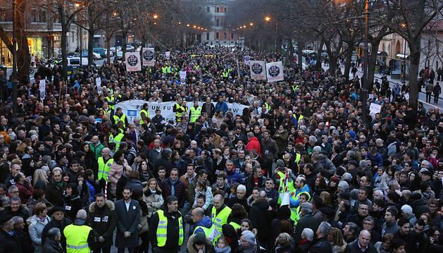 Varios miles de personas defienden a TRW y el empleo en Navarra