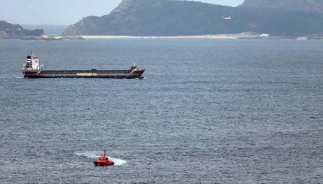 Salvamento Marítimo busca al sur de las Islas Cíes a dos marineros que salieron a faenar y están desaparecidos.