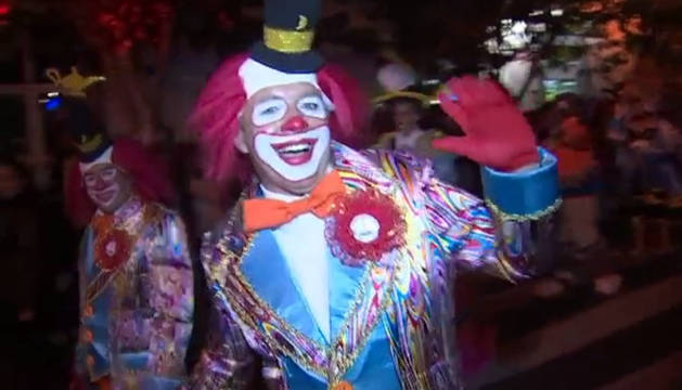 El tradicional pasacalles anuncia el arranque del Carnaval de Gran Canaria