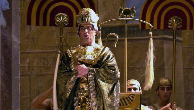 El faraón, durante un ensayo de la opera 'Aida', de Giusepe Verdi, en Barcelona.