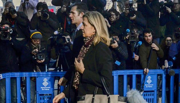 La infanta Cristina e Iñaki Urdangarin llegan al juicio.
