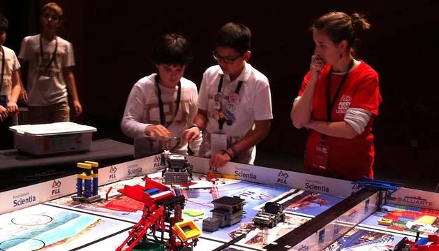 Uno de los equipos participantes en la First Lego League Navarra.