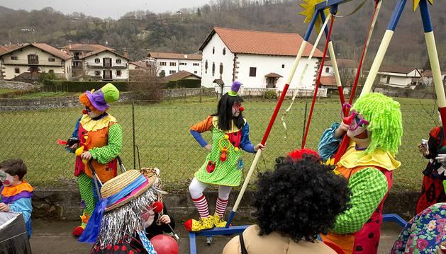 La localidad navarra de Sunbilla volvió a llenarse de colorido con motivo de los Carnavales este domingo 31 de enero de 2016.