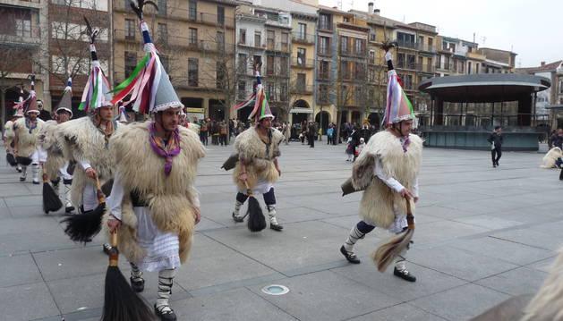 El sonido característico del zanpantzar llamó al público a la plaza.