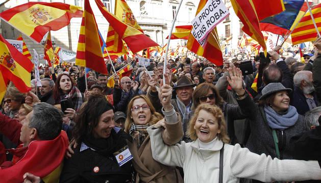 Concentración contra la independencia en la plaza Sant Jaume de Barcelona.