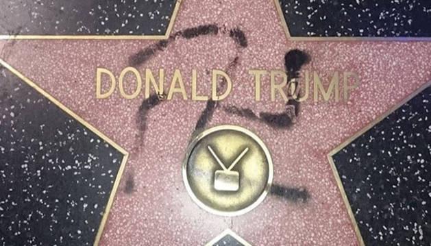 Pintan una esvástica sobre la estrella de Trump en el 'Paseo de la Fama'