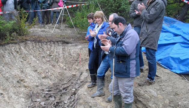 Localizados en una fosa de Olave los restos de 14 personas fusiladas