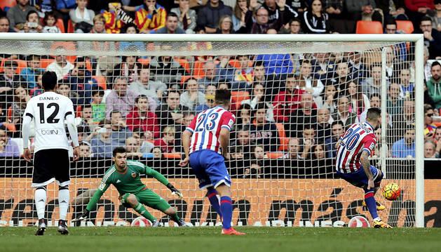 El Valencia de Neville no termina de arrancar (0-1)