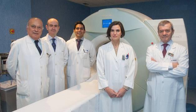 De izda. a dcha., los doctores José Ángel Richter, Alberto Benito, José Luis Solorzano, María Collantes e Ignacio Pascual.
