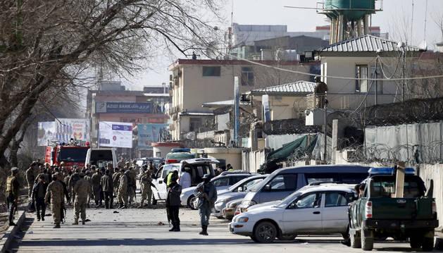 Policía afgana en el lugar del suceso.
