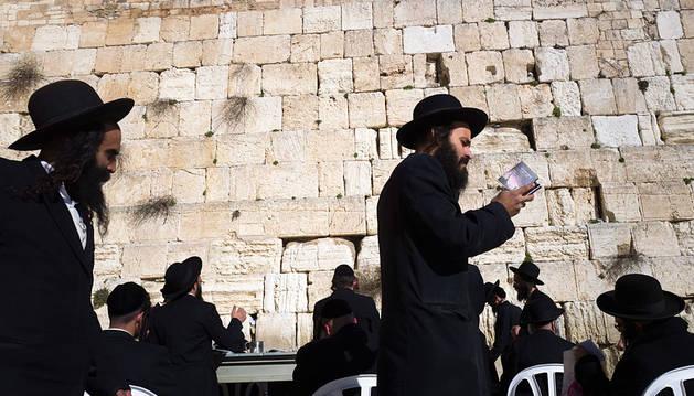 Judíos ultraortodoxos, en el Muro de las Lamentaciones de Jerusalén.